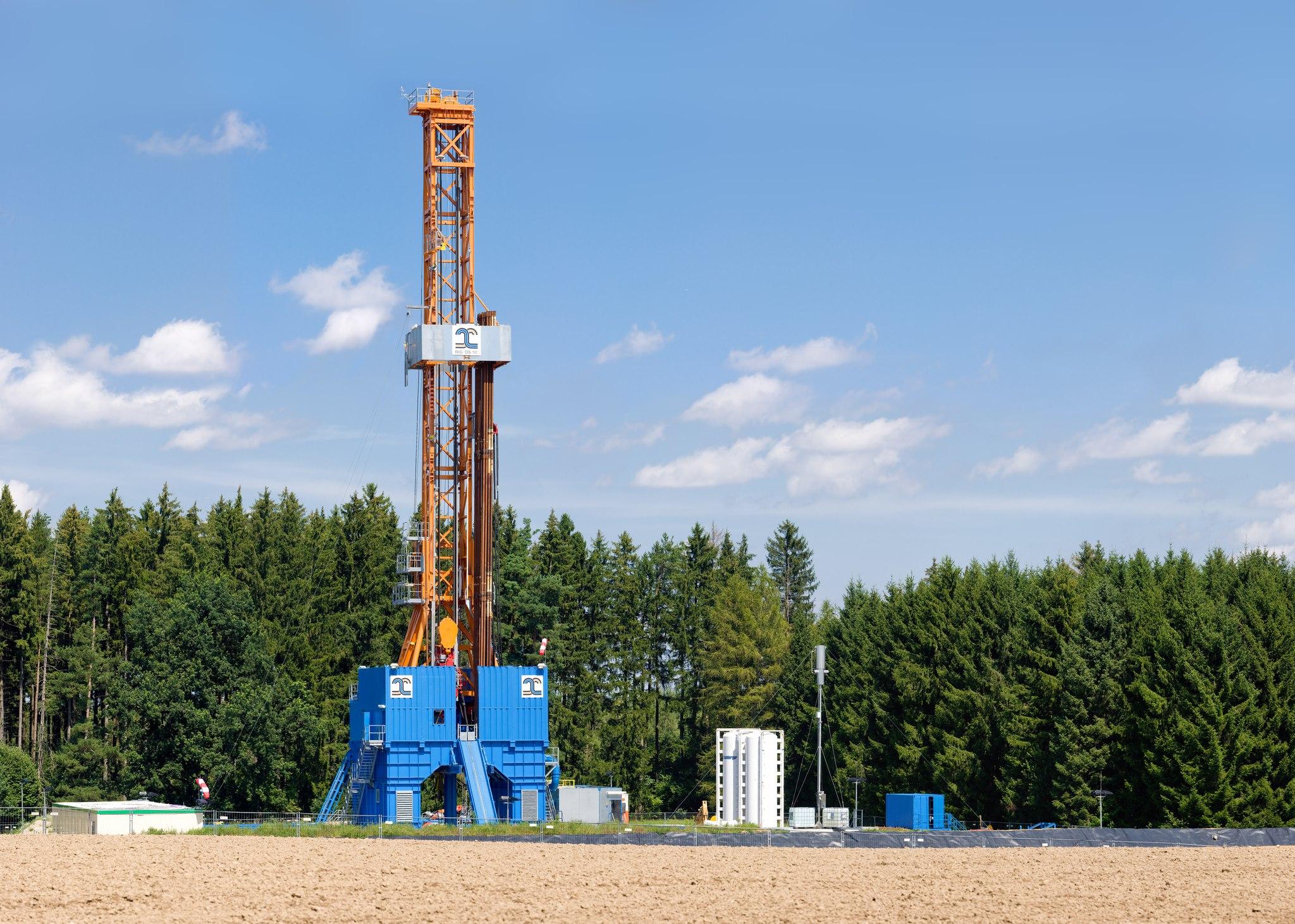 Petrogulf Corporation logo